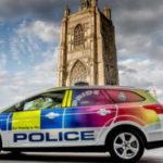 GB: presentate al Gay Pride le volanti arcobaleno della polizia