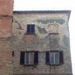 Il mistero della finestra murata