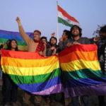 Attivisti gay sfilano a New Delhi