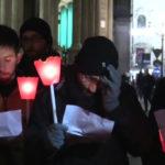 Milano, fiaccole e violini in piazza per ricordare le vittime omosessuali delle persecuzioni naziste