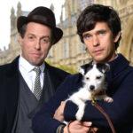 Il bacio gay di Hugh Grant (nei panni di un politico nella serie «A very English Scandal»)